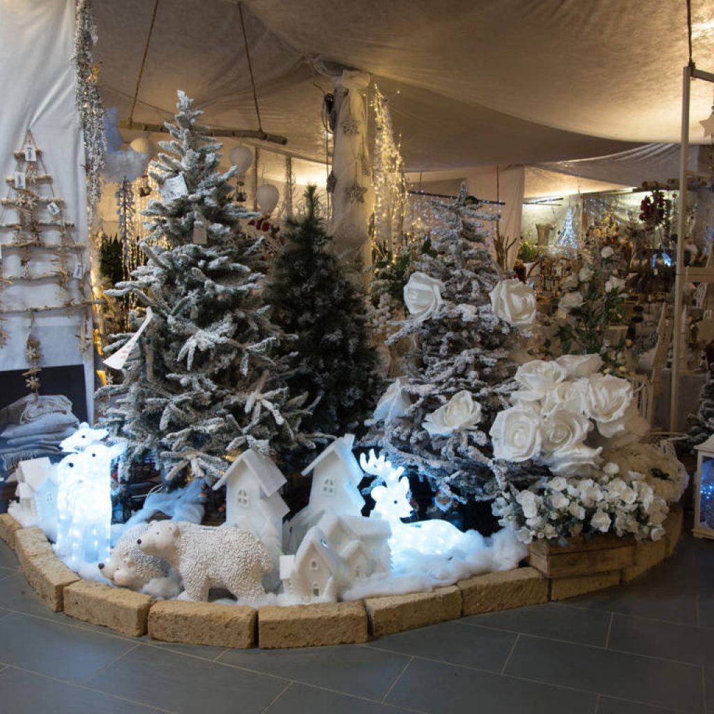 Addobbi natalizi luci presepi e alberi di natale for Alberi natale artificiali
